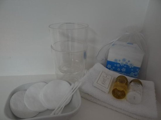 Chez Providence Chambres et Table d'Hotes : Guest's toiletries provided in each room