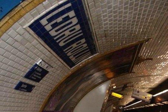 Ibis Paris Bastille Faubourg Saint Antoine 11eme: Platform of Metro station Ledru-Rollin where hotel located
