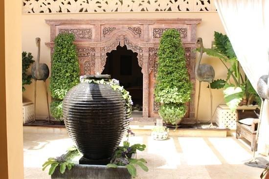 Royal Garden Villas: entrance to the spa.