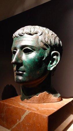 Museo Arqueologico Nacional: Bronce romano