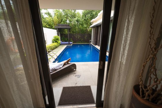 Pullman Sanya Yalong Bay Villas & Resort: Blick vom Wohnzimmer in Richtung Pool