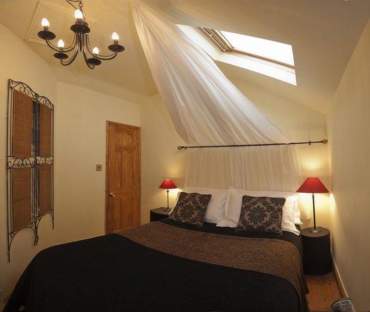 The Travellers Rest: studio bedroom