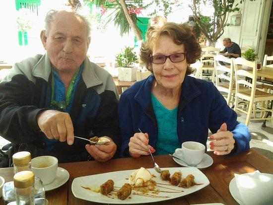 Familia Omerta di Cucina : Baklava with Ice Cream & Coffee