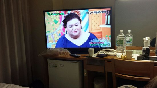 APA Hotel Kyoto Eki Horikawadori: 40 inch tv. Just about fits into the room
