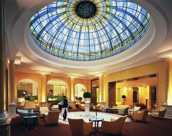 Bayerischer Hof Hotel: Atrium