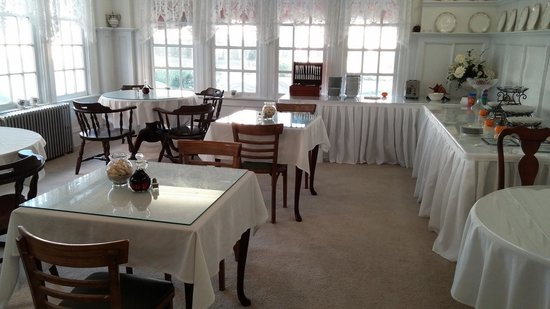 Plymouth Inn: Breakfast Area