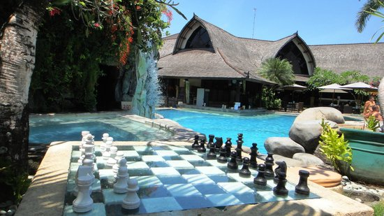 Hotel Vila Lumbung : pool. the house on the photo is where breakfast is