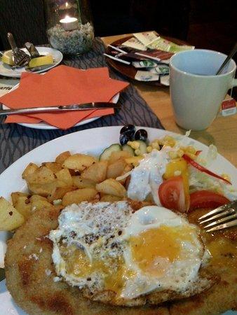 Haduloha: 10min vor Kuchenschluss noch so ein Klasse Schnitzel und Tee ich bin begeistert :-)