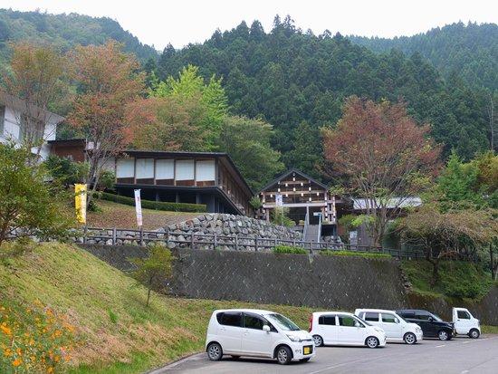 Kumo-no Ue-no Hotel : Exterior of Gallery