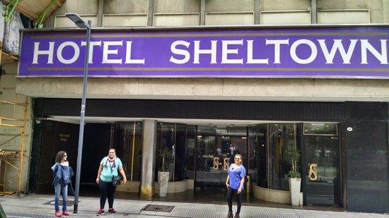 Hotel Sheltown : Fachada do Hotel. Boa localização!!!