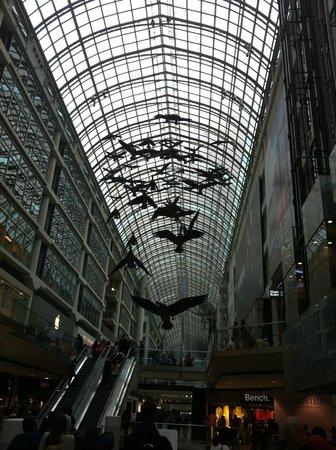 CF Toronto Eaton Centre: As esculturas de pássaros no shoping