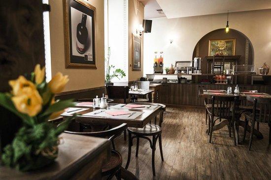 Grillpoint Cosmo Hotel's Restaurant
