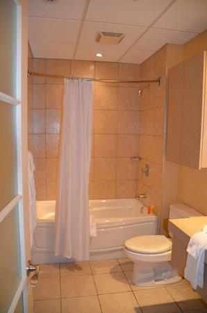 Hotel Le Navigateur: Bathroom