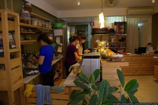 Om Hanoi Yoga Studio & Vegetarian Café : Open kitchen