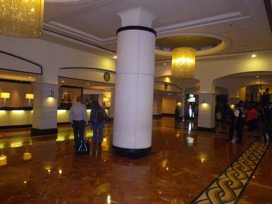 Orchard Parade Hotel by Far East Hospitality: The lobby.