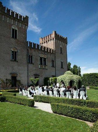 Castello Bevilacqua: Cerimonia in giardino pensile