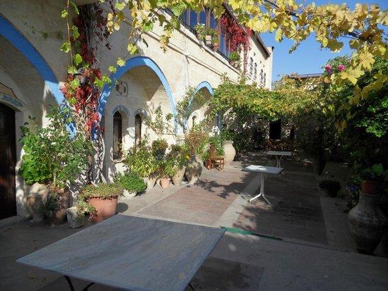 Pacha Hotel : la terrasse avec sa tonnelle