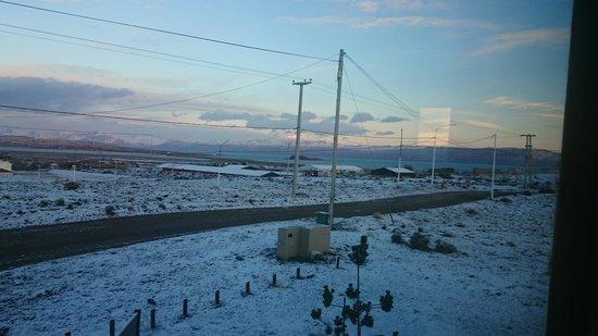 Hosteria Glaciares de la Patagonia: Vista do quarto no dia em que nevou!