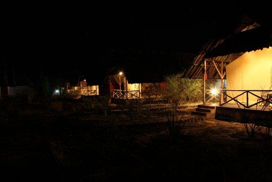 AA Lodge Amboseli: tents at night