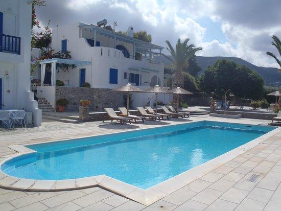Pyrgaki Hotel: Hotel and pool