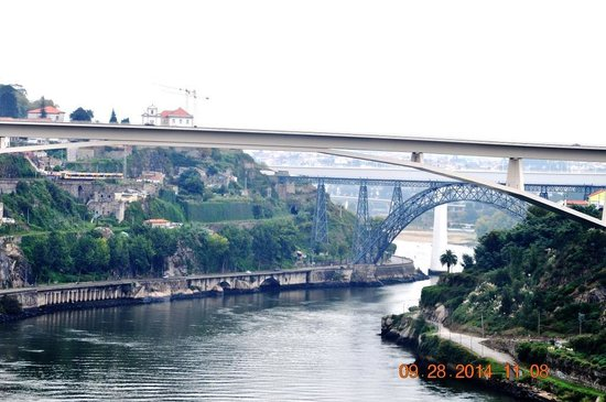 Porto Free Walking Tour: Porto Rio Douro and bridges