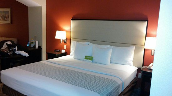 La Quinta Inn & Suites Panama City Beach: Clean comfortable bedding