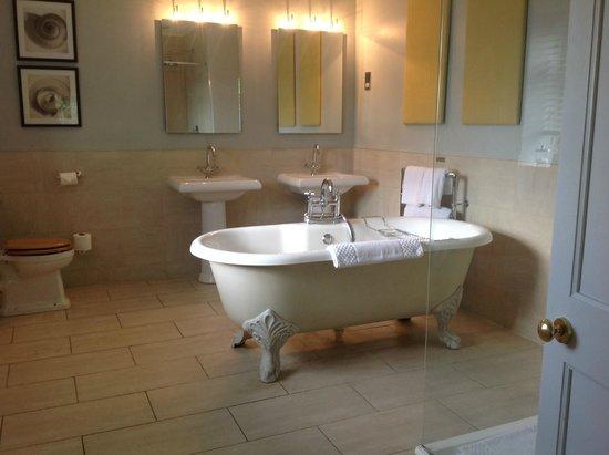 Homewood Park Hotel Spa Bath