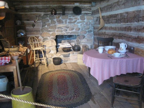 Runestone Museum: Inside the old Log Cabin