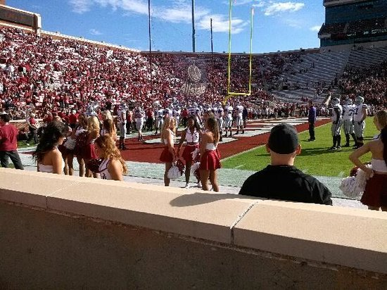 Oklahoma Memorial Stadium: cheerleaders