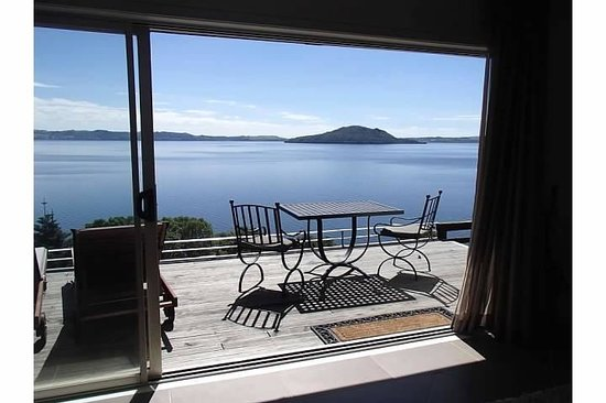 Peppers on the Point - Lake Rotorua: The lake view from the cottage