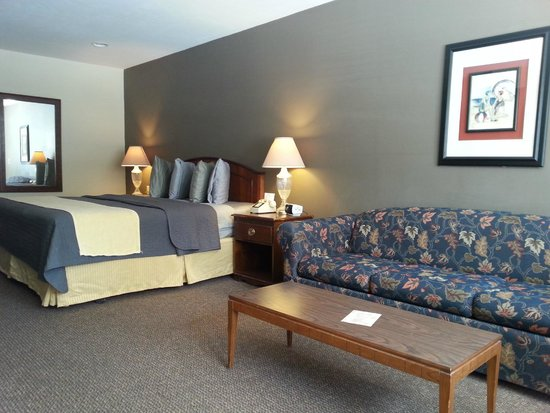 Beach Harbor Resort: King Room with Sofa Sleeper