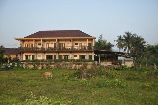 Jammee Guest House : Windows facing the sun