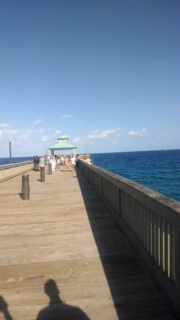 The historical fishing pier picture of deerfield beach for Deerfield beach fishing pier