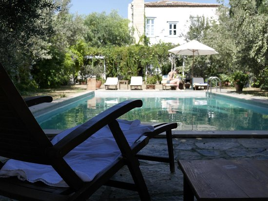 Alacati Tas Otel: View from the rear room of the pool and main hotel building