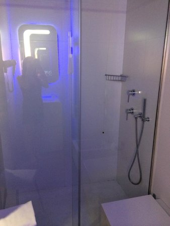 Hotel Londra: Shower cubicle
