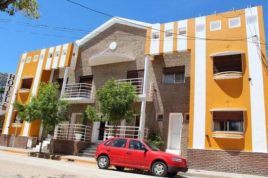 Hotel Puerto Sol: FRENTE DEL HOTEL