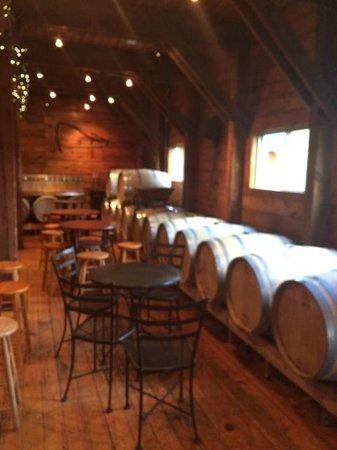 Alexis Bailly Vineyard: Beautiful decor, love the barrels.