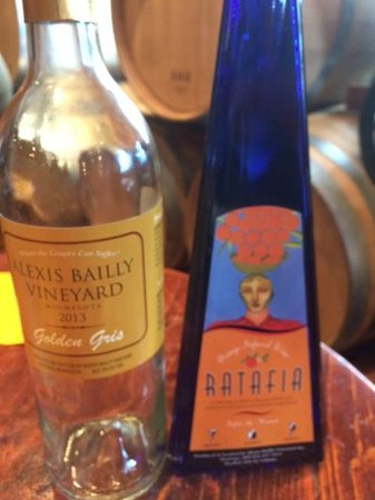 Alexis Bailly Vineyard: Two wines we loved!