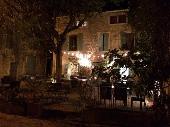 Le PETIT CAFE Chambres d'hôtes : joyous evening at le Petit Cafe
