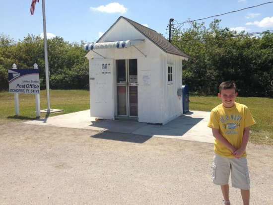 Ochopee Post Office: There is actually a person inside there!