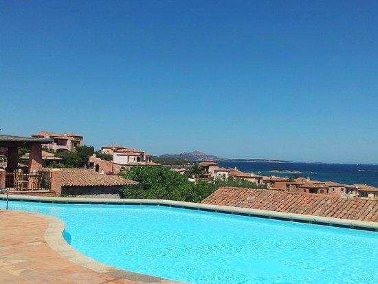 Relais Villa del Golfo & Spa: zicht zwembad