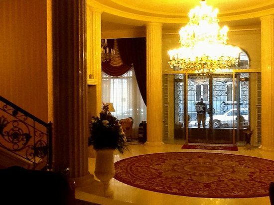 Nobilis Hotel : The entrance foyer