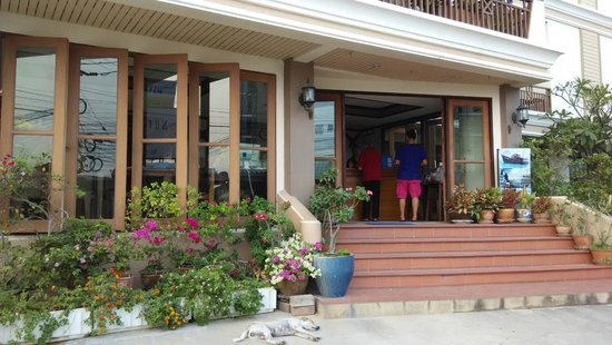 โรงแรมนราวรรณ: Narawan hotel