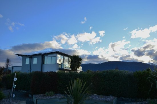 Te Anau Holiday Houses: From the garden