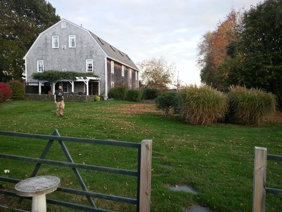 Shamrock Farms Bed and Breakfast: The barn that is the actual B & B