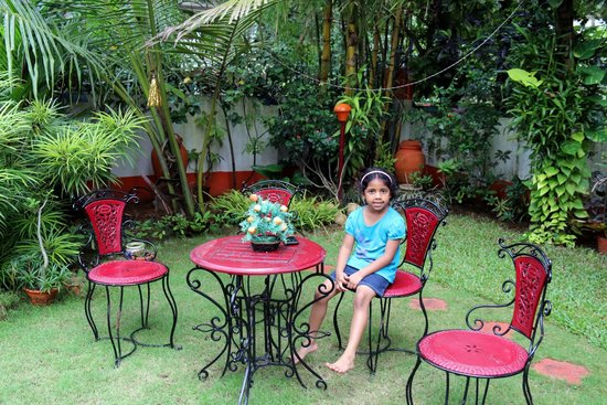 Colonel's Homestay: Sit-out/Garden