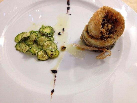 Albergo Rosita: Turbante branzino con mandorle e olive taggiasche e zucchine