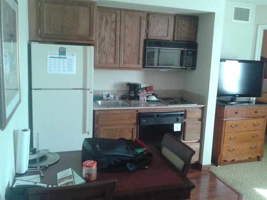 Homewood Suites by Hilton Boulder: Kitchen Area