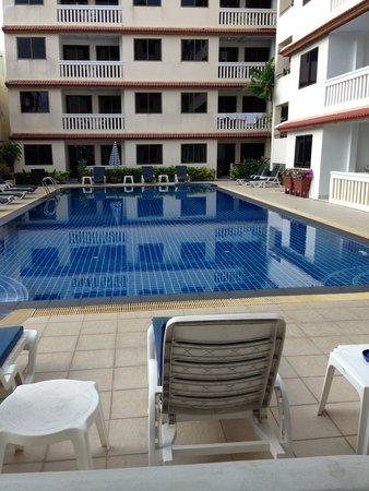"""The Residence Garden Apartments & Suites: Udsigt fra """"vores"""" dagligstue"""