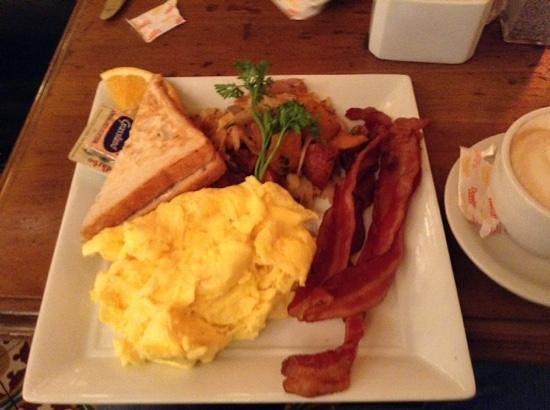 Pigalle : uova e pancetta